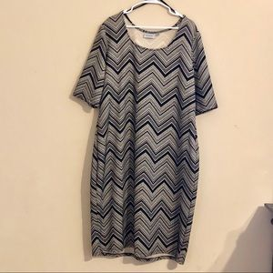 Avenue shift dress size 22/24 new without tag